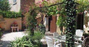 Charmigt renoverat byhus med trädgård, extra lgh