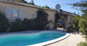 Enplansvilla med pool och garage