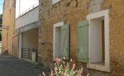 Vinbondehus med gîte och garage