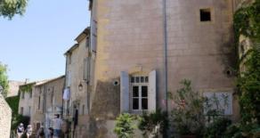 Byhus med terrass, i Pézenas