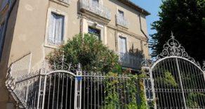 Genuint borgarhus med trädgård och orangeri