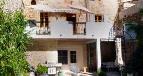Välrenoverat hus med gård, terrass och pool
