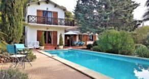 Villa med pool och gîte, lantligt läge