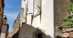 Renoverat byhus med takterrass och utsikt