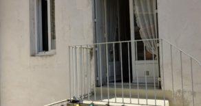 Hus med två lägenheter, terrass och gård