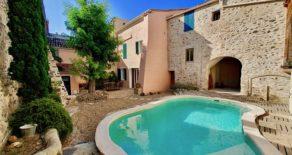 Välrenoverat stenhus, trädgård med pool i Caux