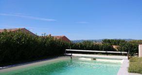 Enplansvilla med pool och utsikt
