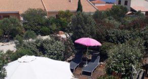 Hus i semesterresidens, med pool