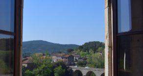 Renoverat stenhus, terrass med utsikt i Roquebrun