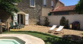 Renoverat borgarhus med trädgård och pool
