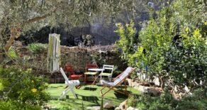 Välrenoverat byhus med trädgård
