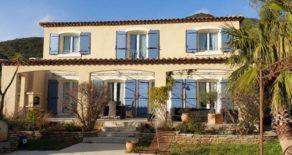 Villa med pool , lugnt läge i Roquebrun