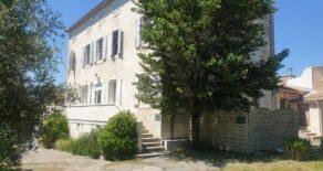Borgarhus med trädgård, nära Canal du Midi