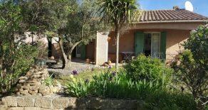 Villa med pool och trädgård