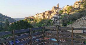 Renoverat stenhus med terrass, i Roquebrun