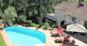 Villa med pool och utsikt, lugnt läge