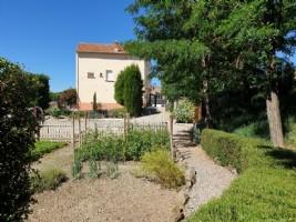 Rymligt hus med B&B, stor trädgård med pool