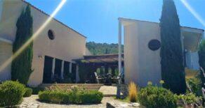 Arkitektritad villa med pool, fri utsikt 360°!
