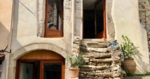 Renoverat byhus med uteplats