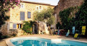 Renoverat stenhus med garage och pool