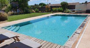 Rymligt hus med trädgård och pool
